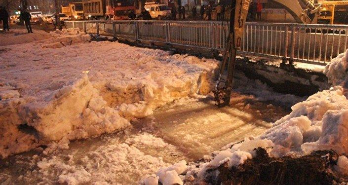Река Ала-Арча вышла из берегов в Бишкеке