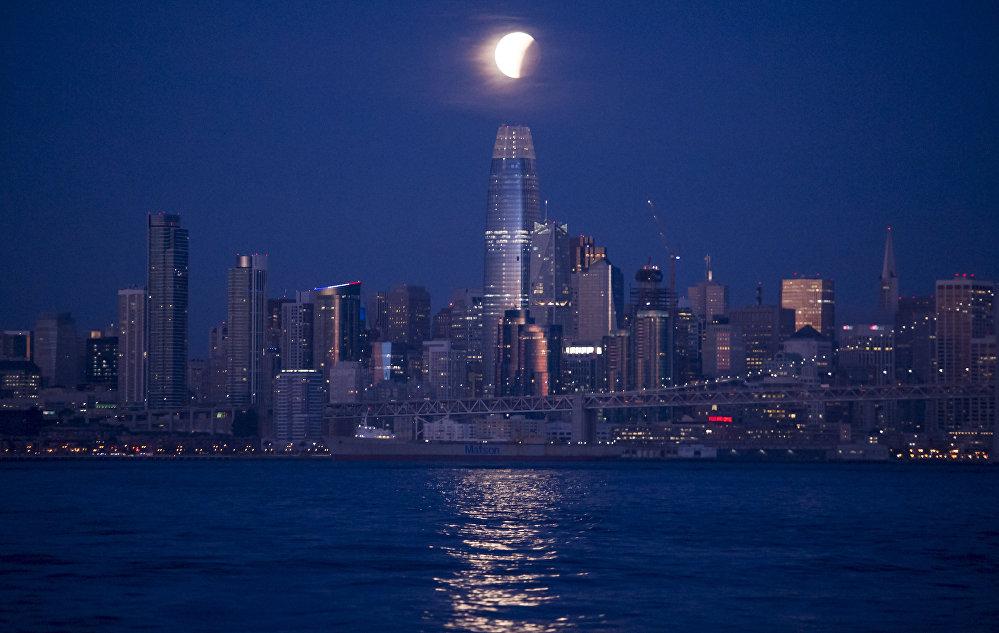 Затмение Суперлуны в разных уголках планеты — Сан-Франциско