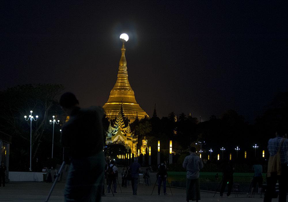 Затмение Суперлуны в разных уголках планеты — Мьянма