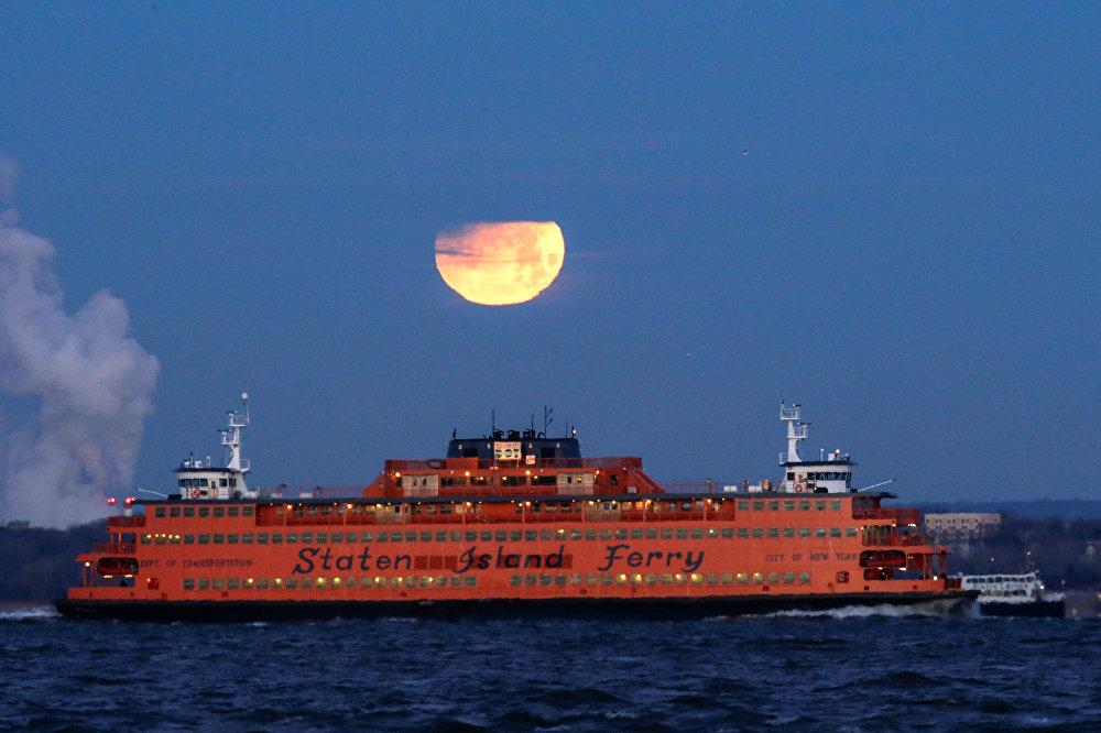 Затмение Суперлуны в разных уголках планеты — Нью-Йорк