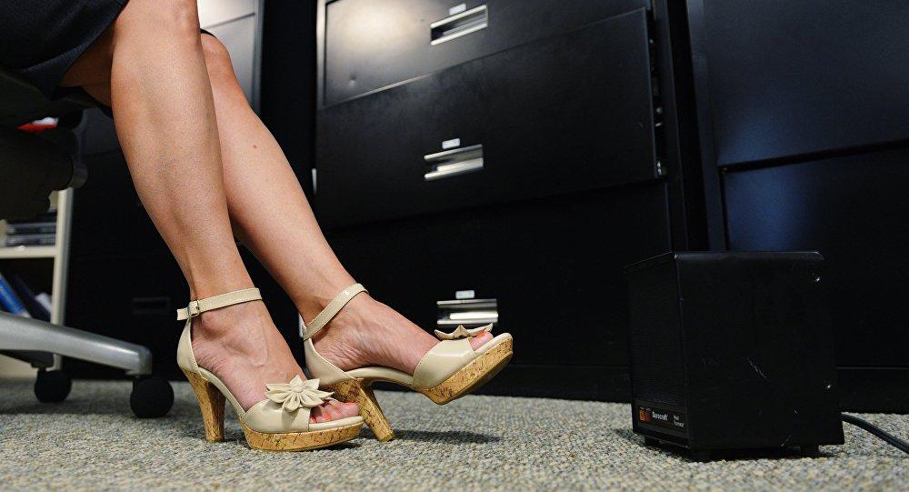 Девушка в офисе. Архивное фото