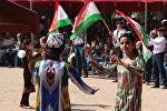 Девушки танцуют в парке Дружбы народов на празднике по случаю Дня независимости Таджикистана. Архивное фото