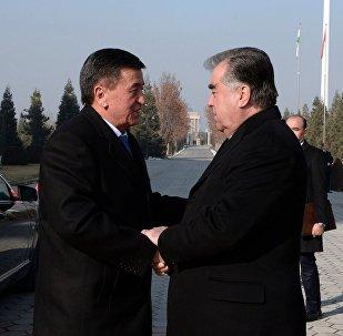 Президент Сооронбай Жээнбеков Душанбеге болгон алгачкы сапарында кесиптеши Эмомали Рахмон менен жолукту