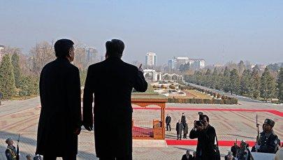 Встреча президента Кыргызстана Сооронбая Жээнбекова президентом республики Таджикистан Эмомали Рахмоном в рамках официального визита в Душанбе. Архивное фото