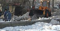 Как спасатели борются с подтоплением домов вдоль Ала-Арчи. Видео