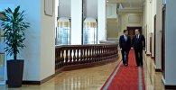 Пезидент Кыргызстана Соронбай Жээнбеков на встрече с главой Таджикистана Эмомали Рахмоном. Архивное фото