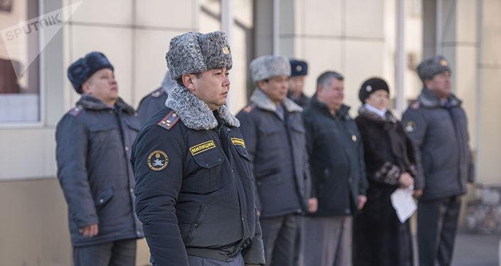 Присвоение звания младшего лейтенанта 20 сотрудникам службы Мобильного батальона 102 в ГУВД Бишкека