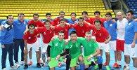 Игроки сборной КР по футзалу перед матчем в городе Ташкент.