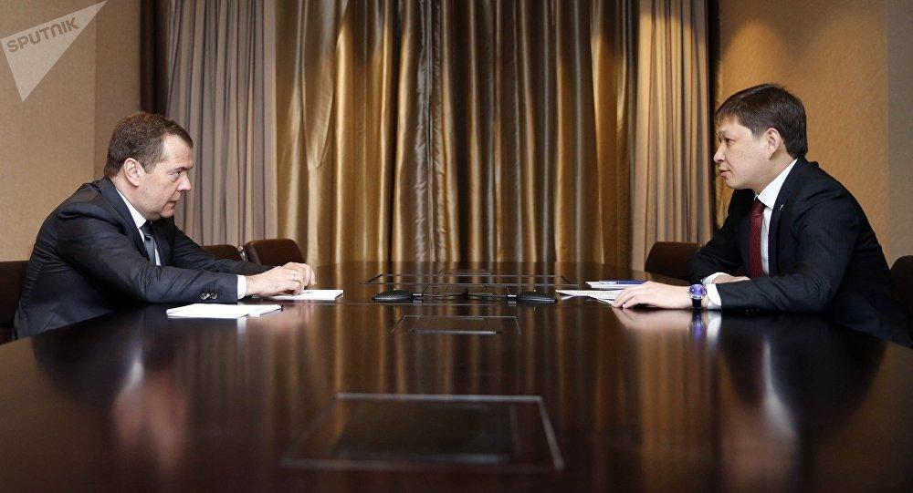 Премьер-министр Сапар Исаков Россиянын министрлер кабинетинин жетекчиси Дмитрий Медведев менен жолугушту