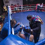 Таджикская боксерша во время перерыва