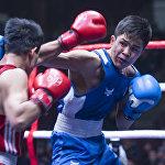 Судьи, как правило, делят ринг на синий и красный углы