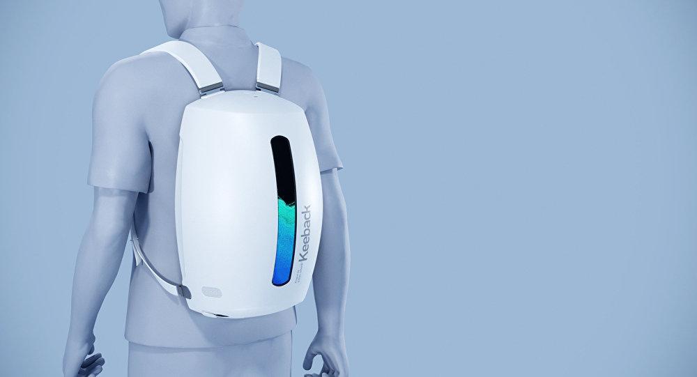 Проект уникального рюкзака придуманный дизайнером Олегом Ермаковым. Архивное фото
