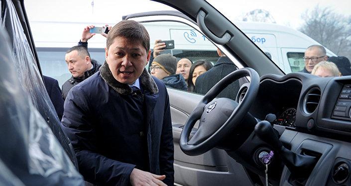 Мурунку премьер-министр Сапар Исаков. Архив