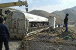 Бензовоз Renault перевернулся в районе села Пулгон Кадамджайского района Баткенской области