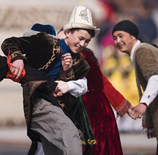Дети играют во время Нооруз. Архивное фото