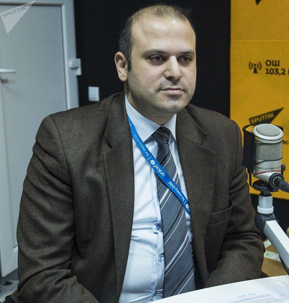Заместитель главы офиса UNICEF в Кыргызстане Мунир Мамедзаде во время интервью Sputnik Кыргызстан