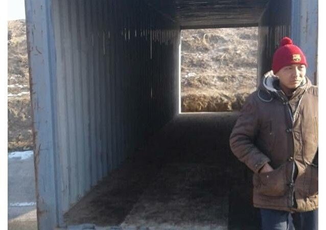 Мост из железного контейнера на границе Кыргызстана и Таджикистана