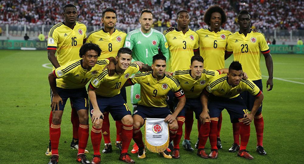 Команда Колумбии перед матчем отборочного матча чемпионата мира-2018 против Перу на Национальном стадионе в Лиме. Архивное фото