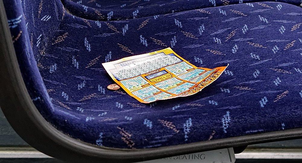 Лотерейный билет на сиденье. Архивное фото