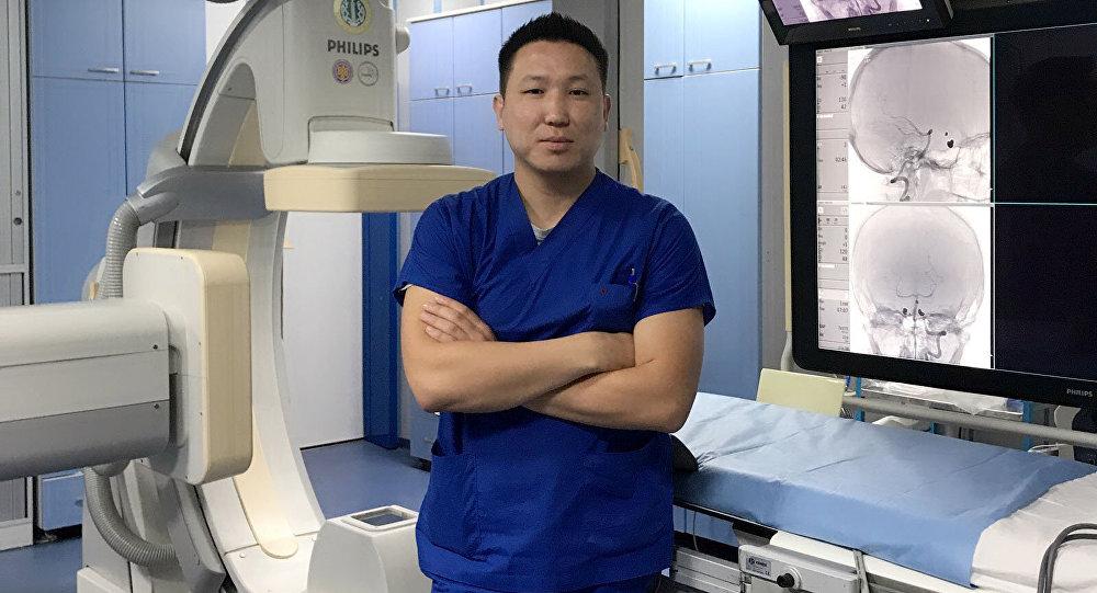 Рентгенолог Руслан Шаршенбай. Архивное фото