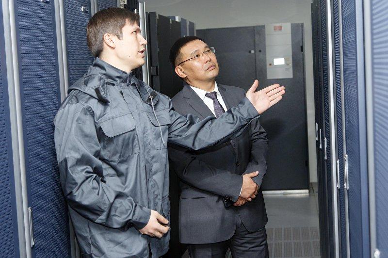 Генеральный директор ЗАО Альфа Телеком Азат Базаркулов во время работы