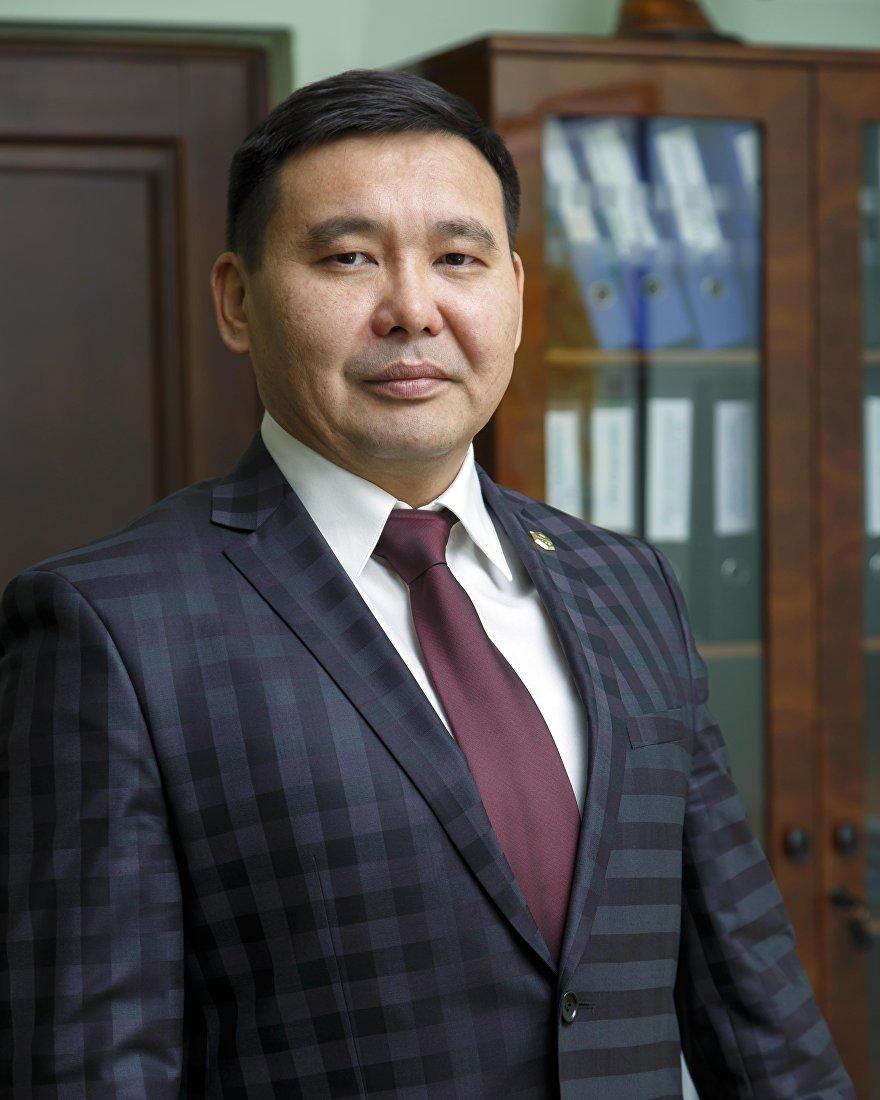 Генеральный директор ЗАО Альфа Телеком Азат Базаркулов в офисе
