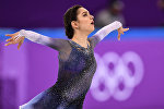 Евгения Медведева выступает в короткой программе женского одиночного катания командных соревнований по фигурному катанию на XXIII зимних Олимпийских играх в Пхенчхане.