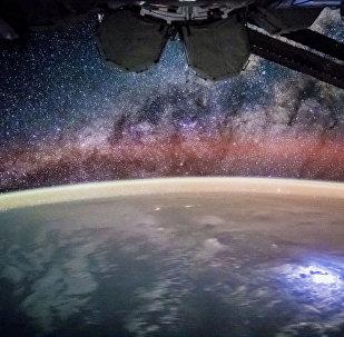 Эл аралык космостук станциясынын бортунан көрүнгөн жылдыздар