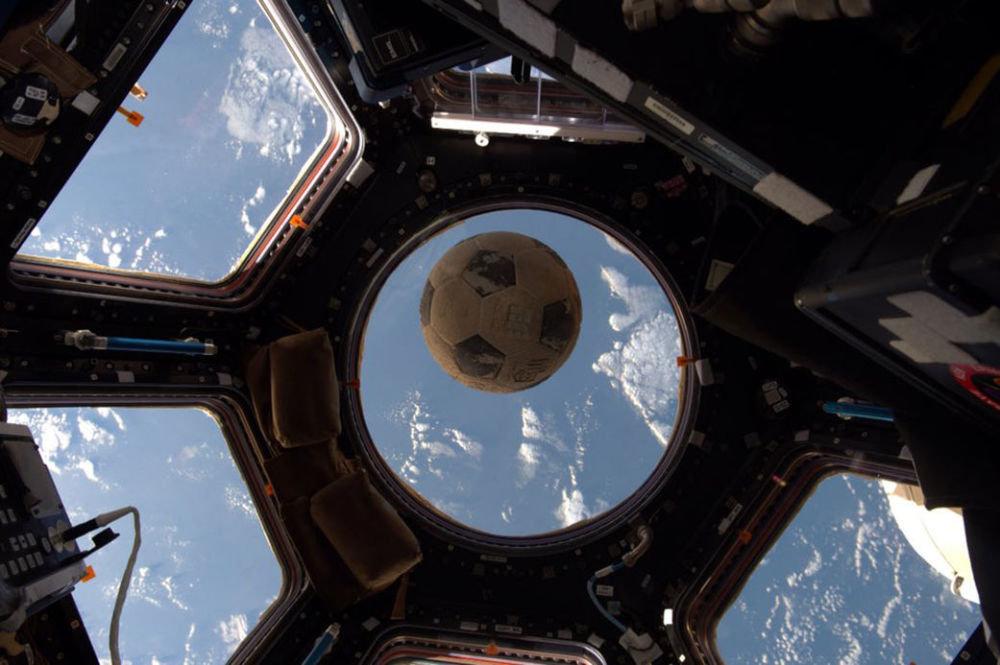 1986-жылдагы Эл аралык космос станцияда жайгашкан футбол тобу
