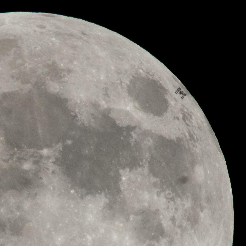 Айдын алаканында турган Эл аралык космос станциясы
