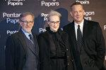 Режиссер Стивен Спилберг, актеры Мерил Стрип и Том Хэнкс выступают на премьере фильма Секретное Досье в Париже, Франция. 13 января 2018 года