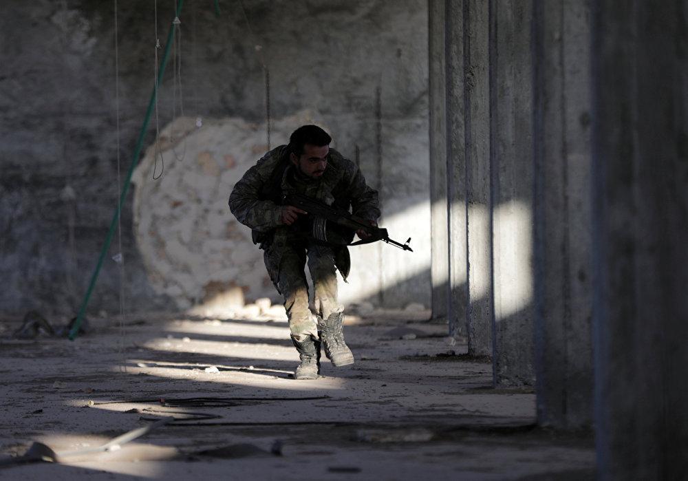 Сириянын эркин аскеринин согушкери Аль-Баба шаарынын (Сирия) чыгыш аймагында