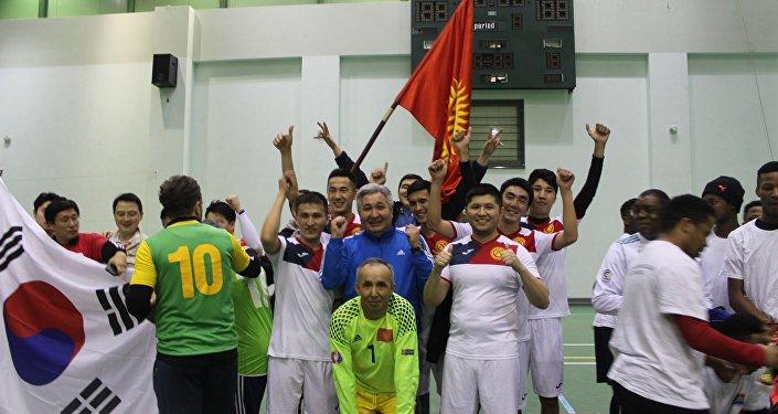 Кыргызстандын Россиядагы элчилигинин командасы Подмосковьедеги мини-футбол боюнча XVIII кышкы дипломатиялык оюндарынын турниринде биринчи орунду алып жеңүүчү аталды.
