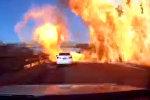 Как в боевиках — машины вспыхнули одна за другой  на трассе в Китае