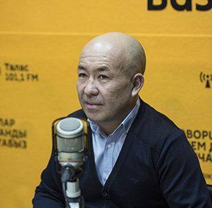 Председатель Управления по физической культуре и спорту мэрии города Бишкек Ырысбек Мааткабылов во время беседы на радио Sputnik Кыргызстан