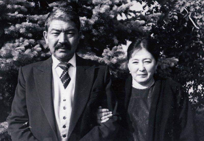 Депутат парламента, известный кинорежиссер и народный артист КР Дооронбек Садырбаев с женой