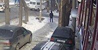 Страшный наезд на мать с дочерью в Бишкеке попал на видео
