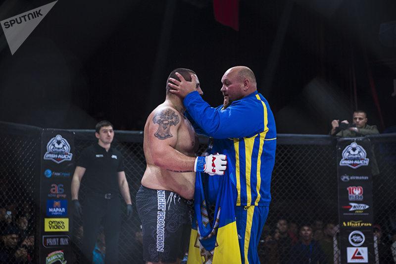 Украинец Юрий Проценко после победы на турнире JFC MMA 3 в бишкекском Дворце спорта имени Кожомкула