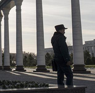 Өзбекстандын милиция кызматкери. Архивдик сүрөт