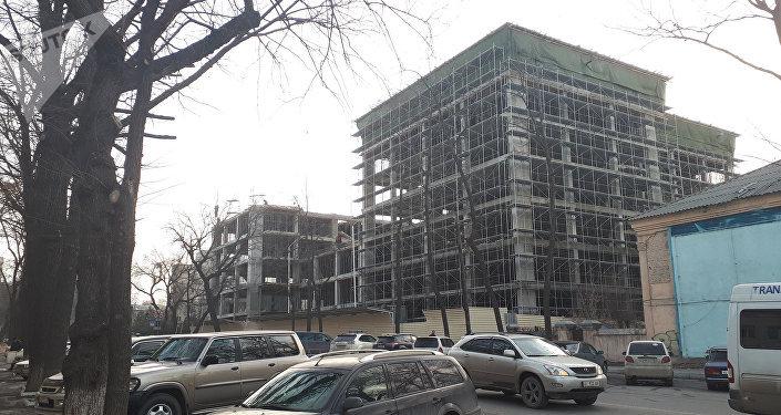 Строительство многофункционального административного здания напротив ЖК