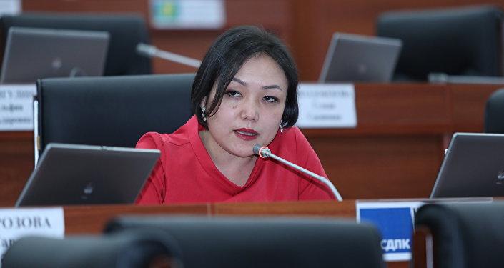 Жогорку Кеңештин төрагасынын орун басары Аида Касымалиева. Архивдик сүрөт