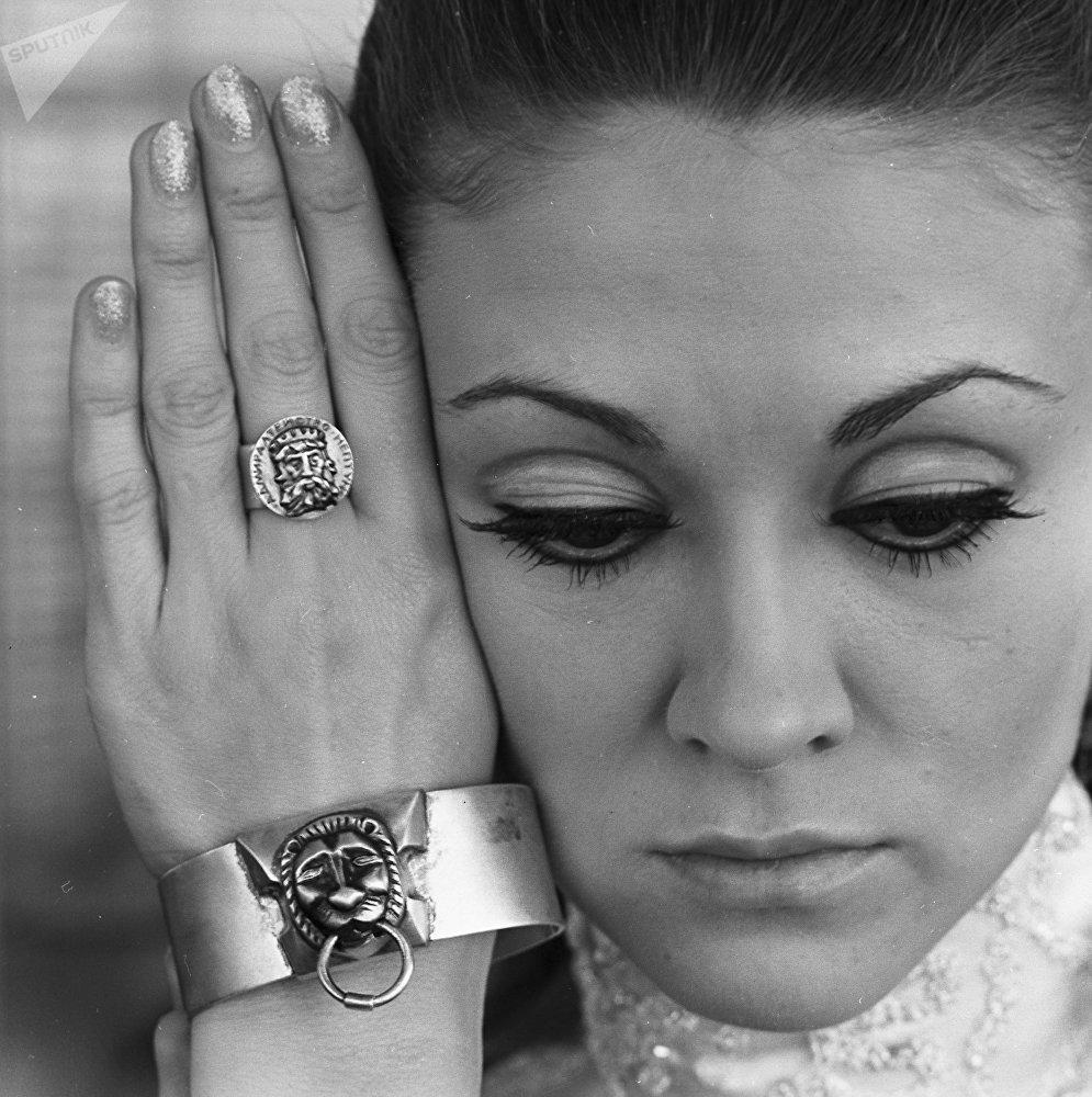 Женские ювелирные украшения из серебра