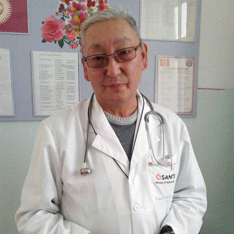 Педиатр областной центральной больницы в Караколе Эдил Садыков