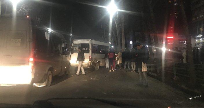 ДТП на пересечении улиц Абдрахманова и Токтогула в Бишкеке