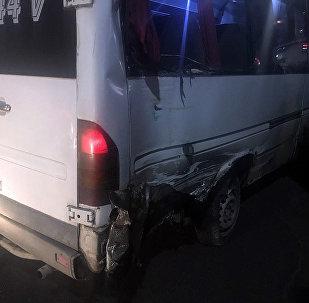 Борбор калаанын Токтогул жана Абдрахманов көчөлөрүнүн кесилишинде маршрутка менен Subaru Forester унаасы кагышты.