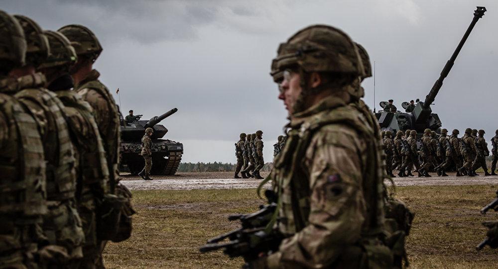 Американские и польские войска принимают участие в официальной церемонии приветствия для войск НАТО в Оржише, Польша. Архивное фото