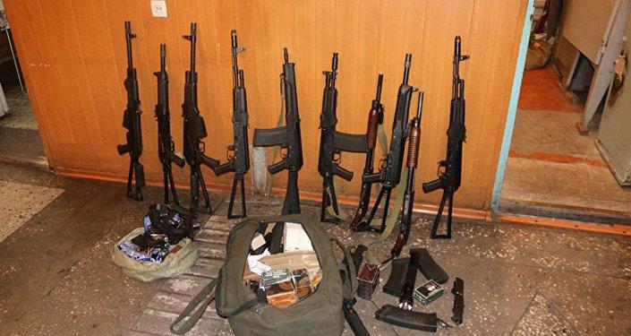 Около 680 сотрудников милиции проверили 41 объект, имеющий на хранении оружие, а также более 2 300 охотников-любителей и почти 2 000 граждан, имеющих разрешение на ношение и хранение газотравматического оружия
