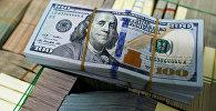 Пачка сто долларовых купюр США. Архивное фото