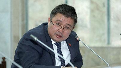 Архивное фото депутата от фракции Кыргызстан Алмаза Эргешова во время заседания Жогорку Кенеша
