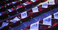 Государственные флаги России и флаги с логотипом партии Единая Россия. Архивное фото